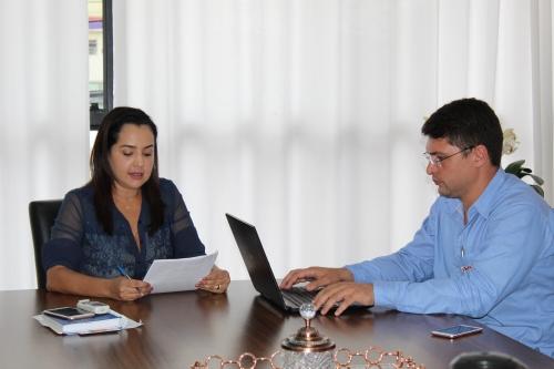 foto Prefeita Liliane Venâncio e secretário de Desenvolvimento Social e Humano, Leandro Morais
