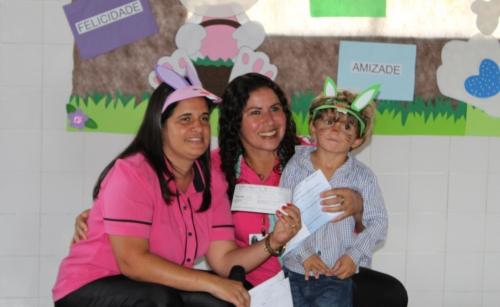 foto Alunos entregam doação ao Hospital de Amor